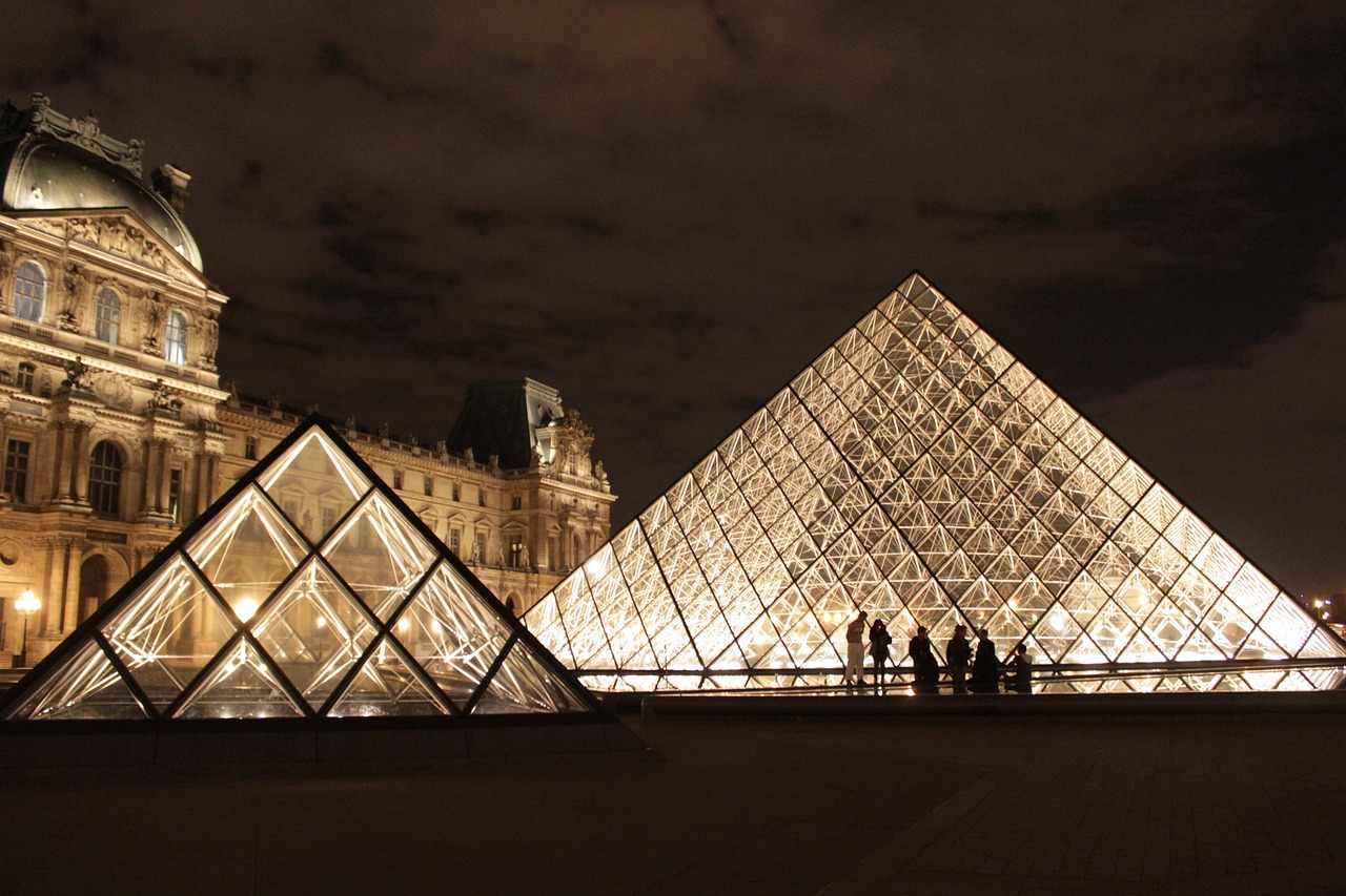 paris france the louvre free photo