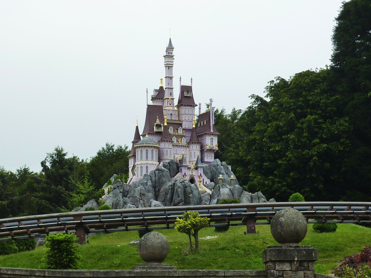 paris france disneyland free photo