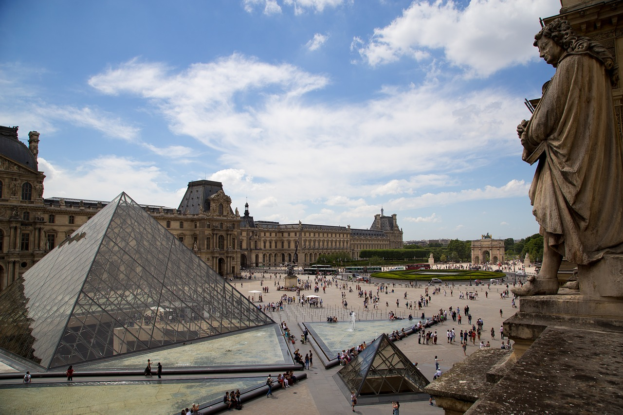Download free photo of Paris,the louvre,pyramid,terrace,free pictures -  from needpix.com