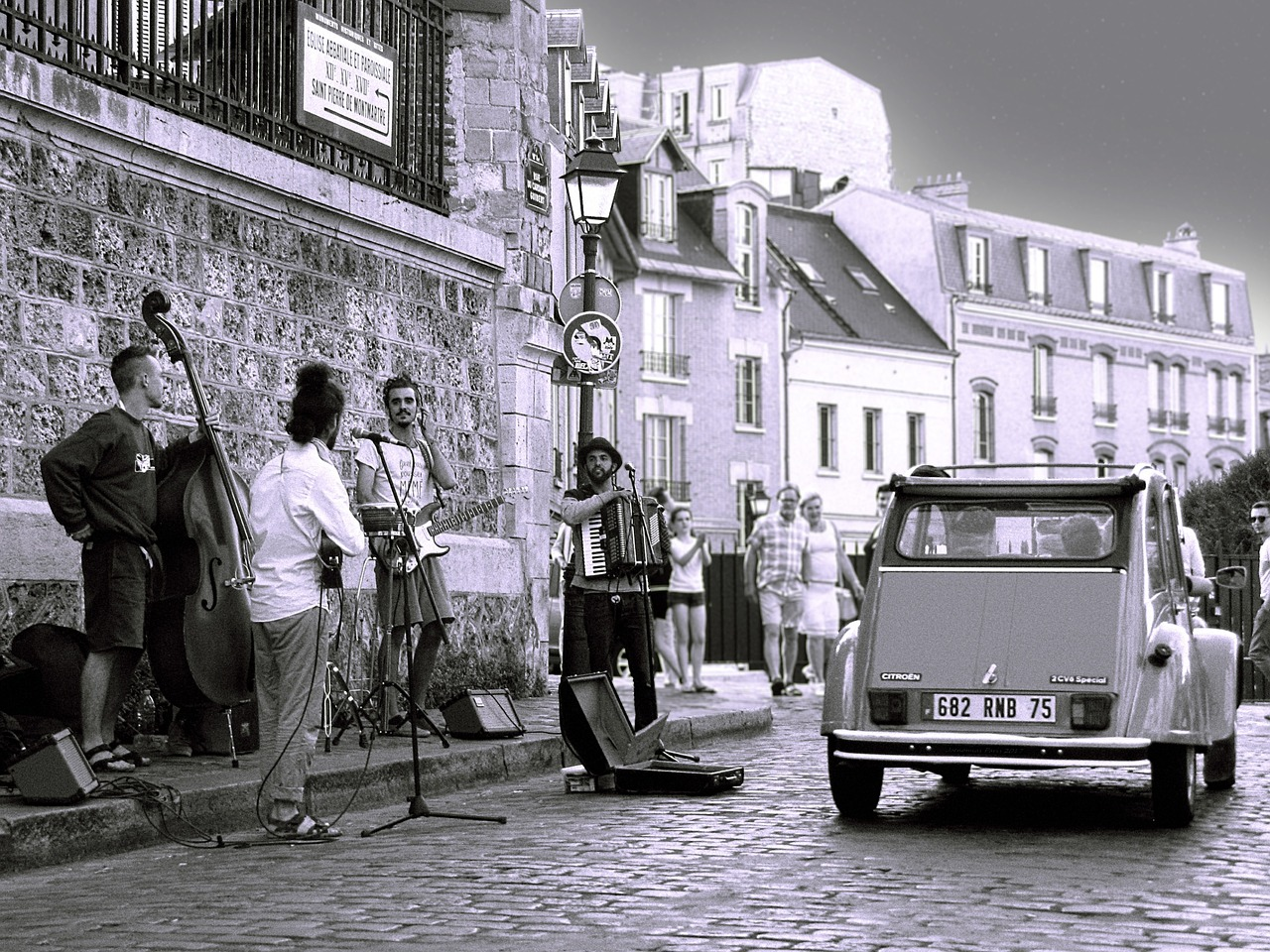 paris montmartre street music free photo