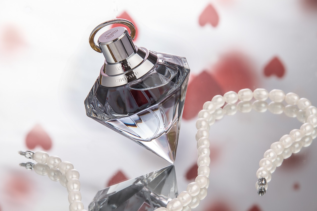 perfume, bottle, fragrance, perfume bottle, flacon, still life, glass bottle, cosmetics, fragrant, decoration, gift, deco,free pictures, free photos, free images, royalty free, free illustrations, public domain