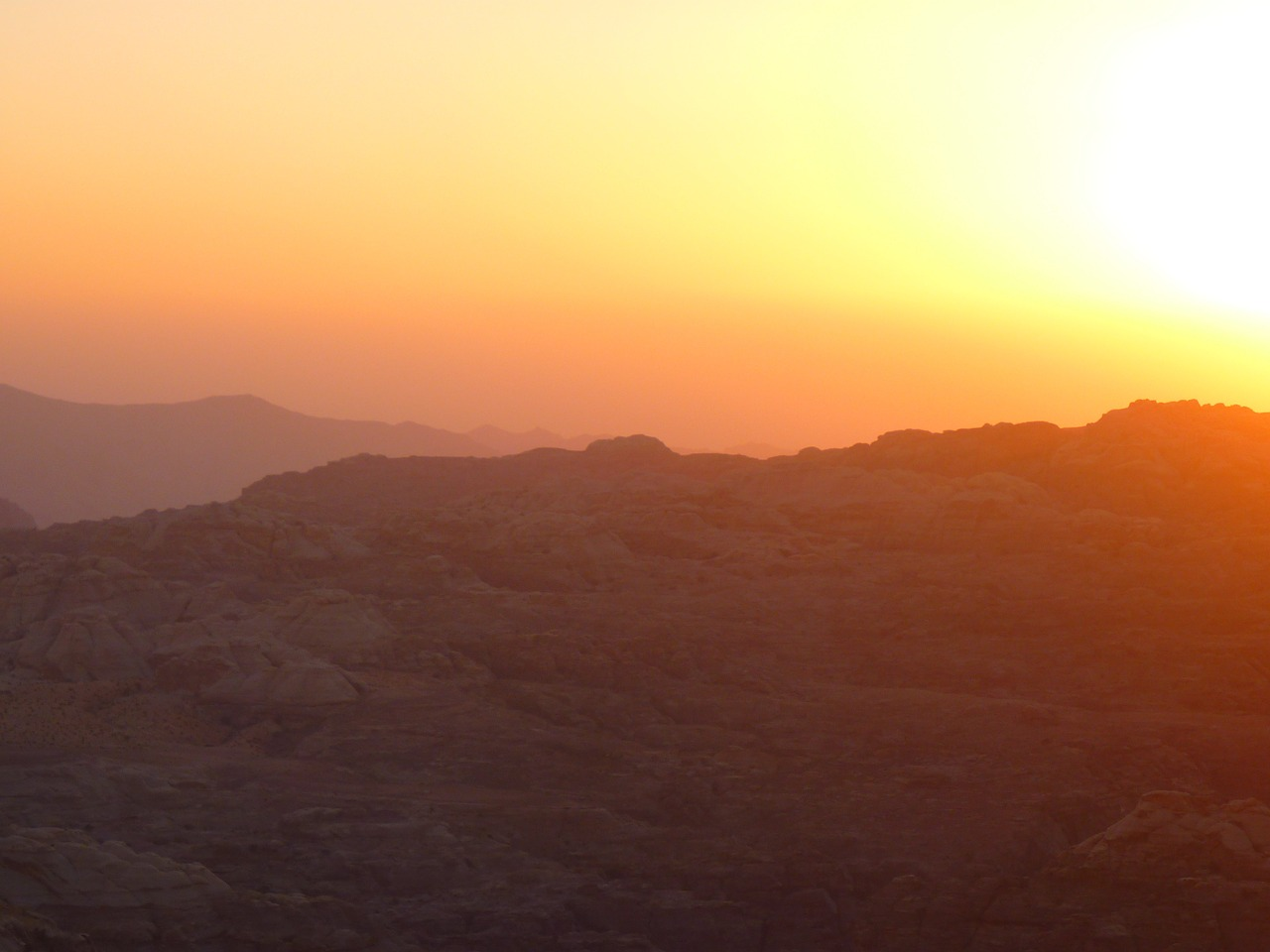 petra,jordan,holiday,travel,middle east,back light,romance,abendstimmung,sun,sunset,free pictures, free photos, free images, royalty free, free illustrations, public domain