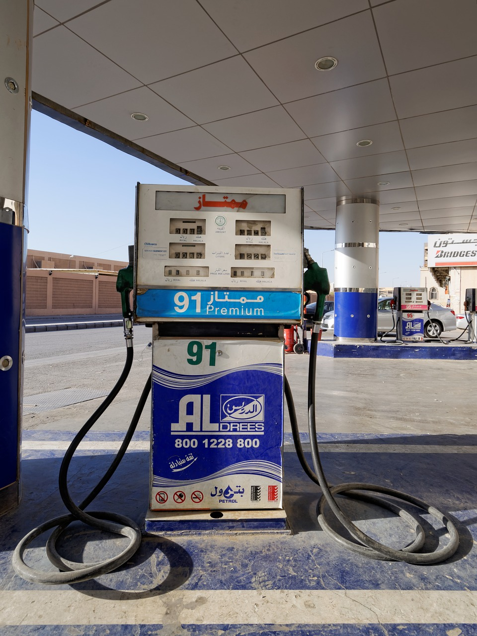 petrol stations,petrol,gas,gas pump,fuel,refuel,saudi arabia,arabic,islam,asia,free pictures, free photos, free images, royalty free, free illustrations, public domain