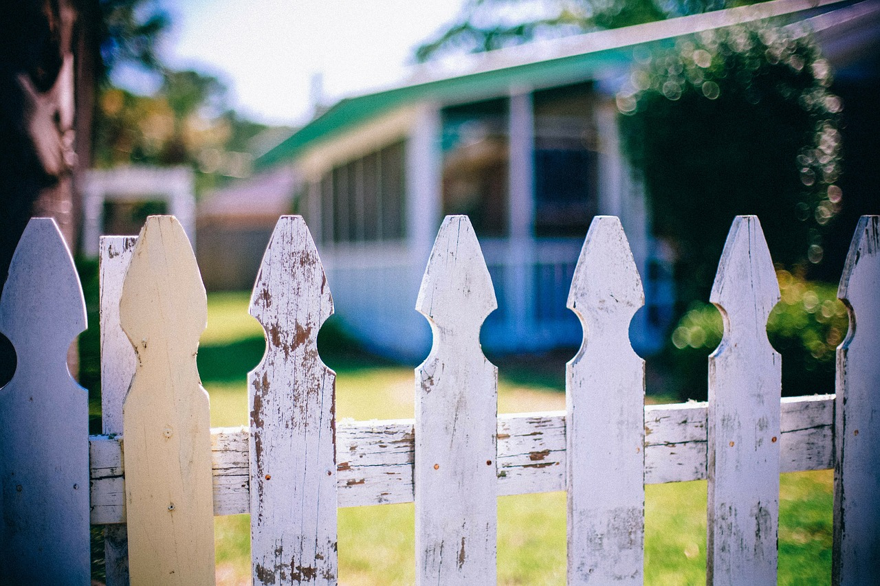 picket fences fence fencing free photo