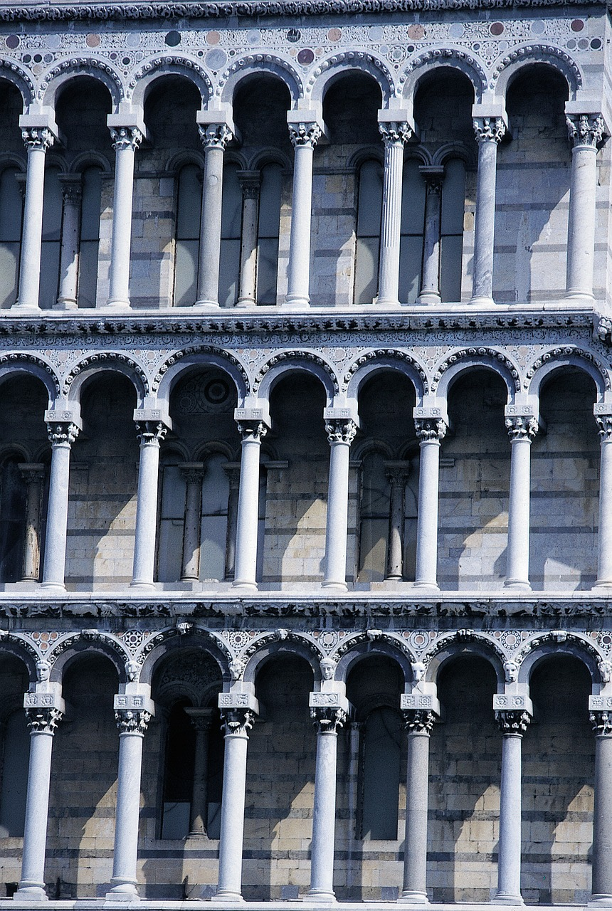 pisa leaning tower columnar free photo