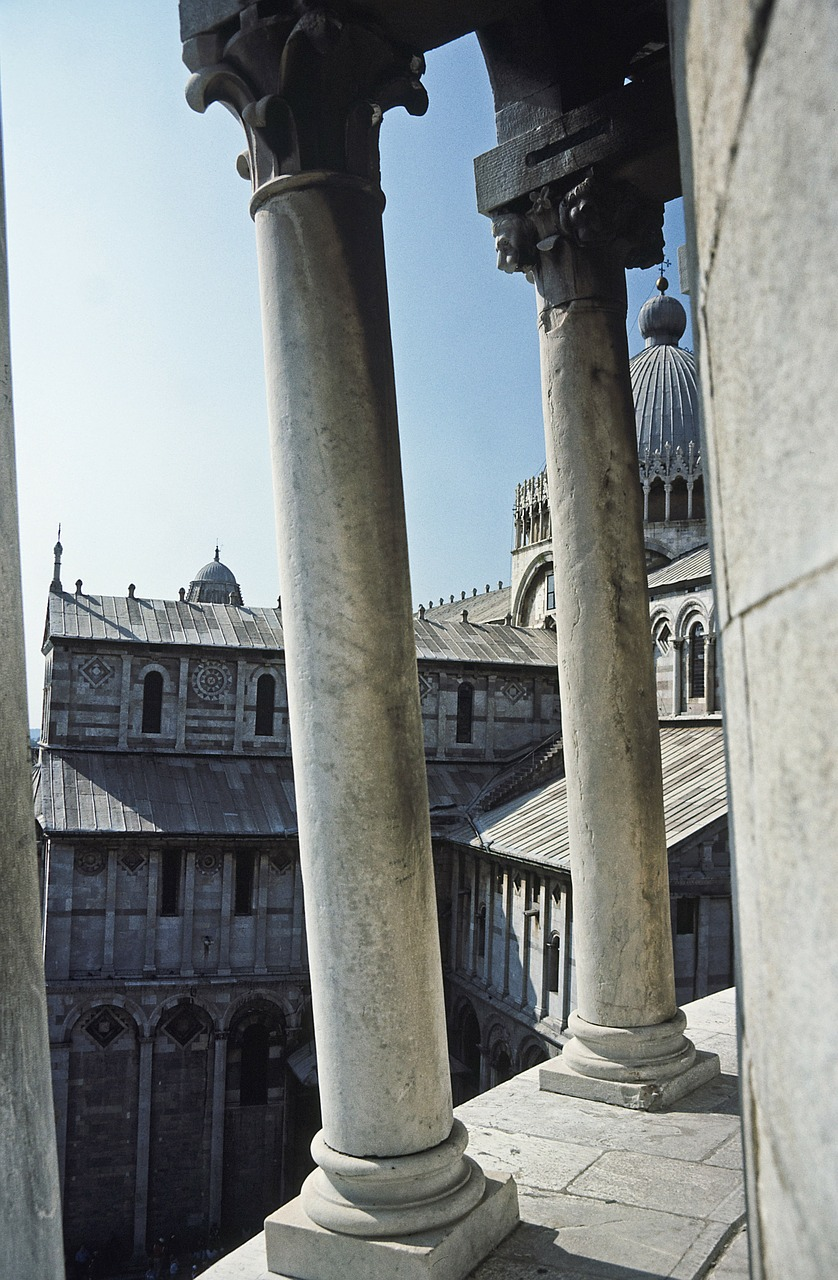pisa leaning tower italy free photo