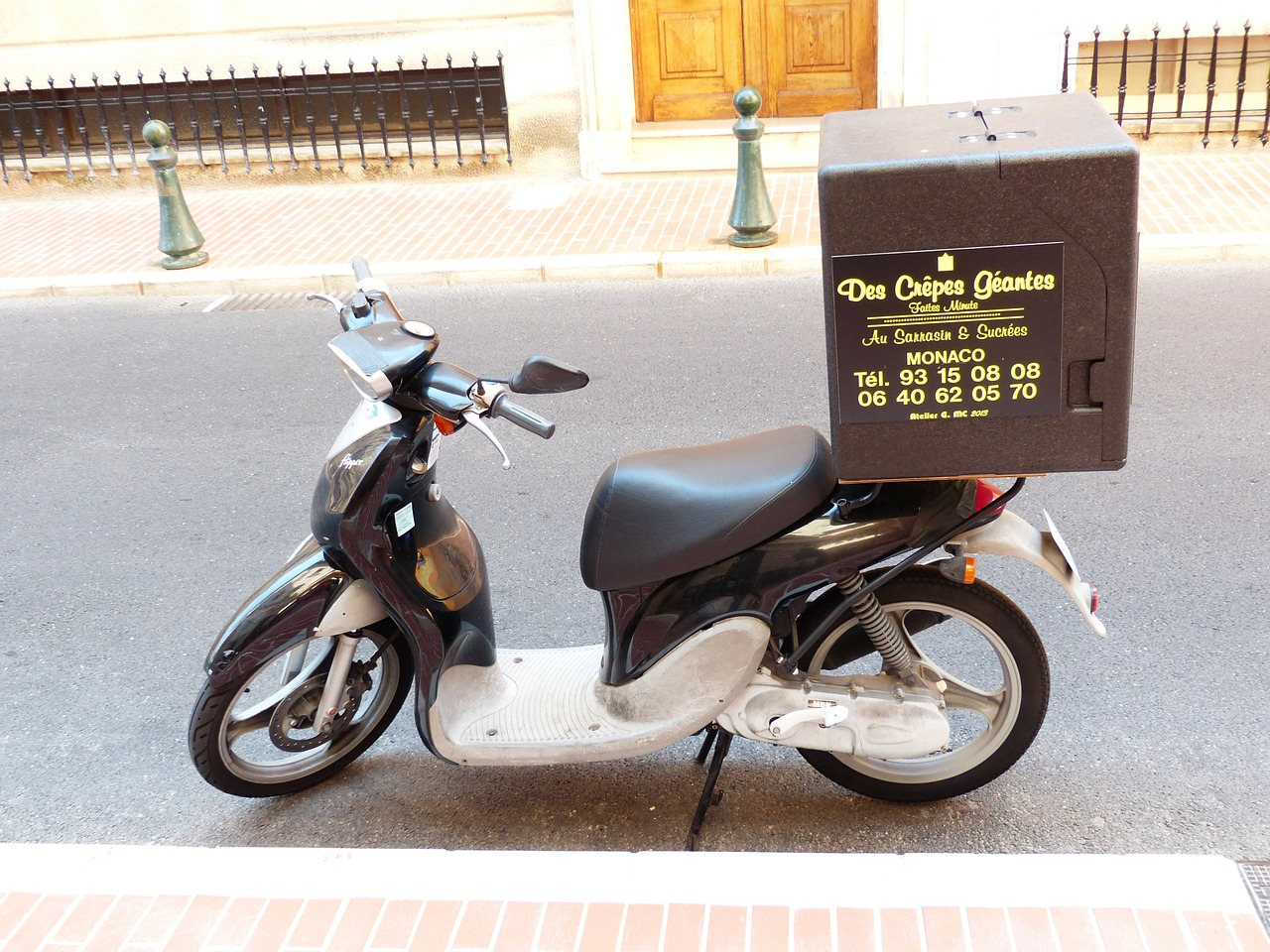 pizza service pizza supplier motorcycle free photo