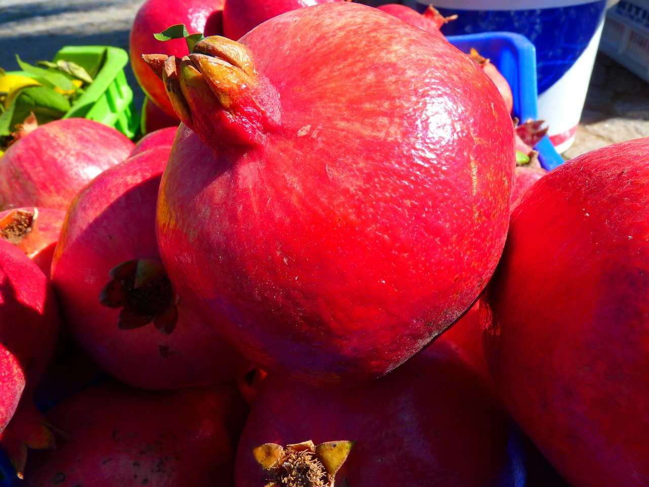 pomegranate red fruit free photo