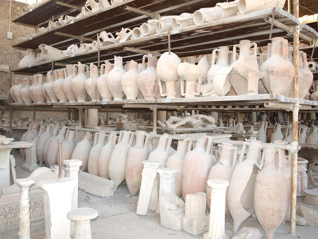 pompeii vessels italy ruins free photo