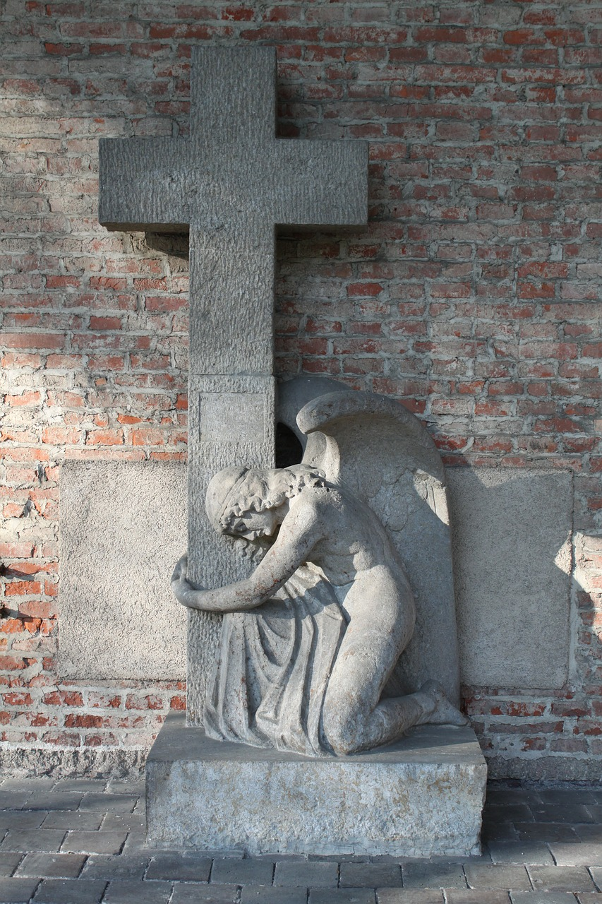 pray,angel,forgiveness,cross,religion,christianity,christian,cemetery,old,southern cemetery,munich,germany,free pictures, free photos, free images, royalty free, free illustrations, public domain