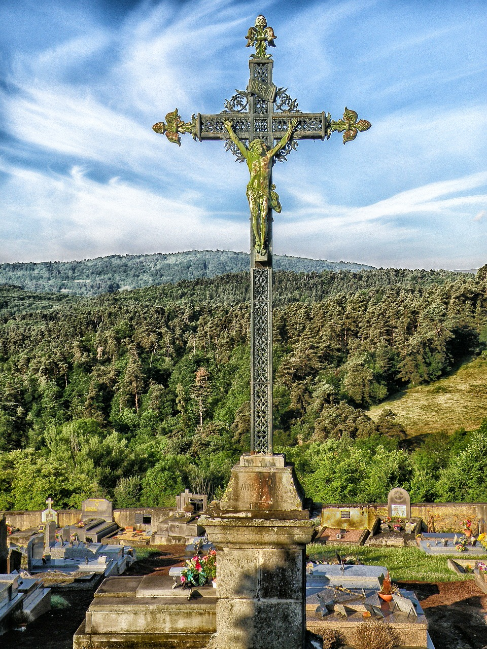 puy-de-dome france cross free photo