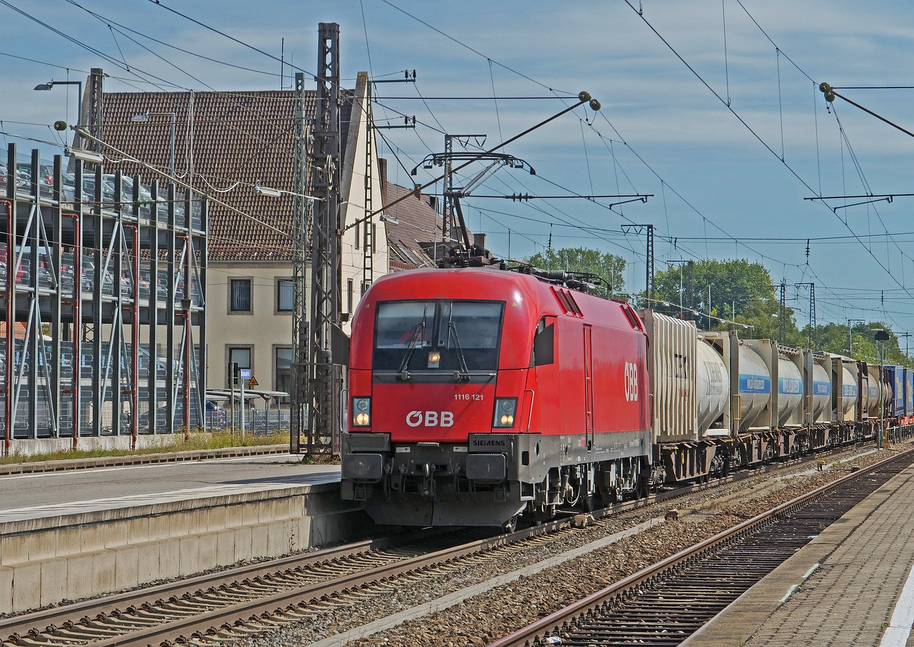 railway, container train, electric locomotive, öbb, br1116, br 1116, taurus, transport system, freight train, railway station, platform, transit, donauwörth, tank wagons, br 182, through-freight train, the south-north traffic, magistrale, transport, logistics, siemens, international, hbf,free pictures, free photos, free images, royalty free, free illustrations, public domain