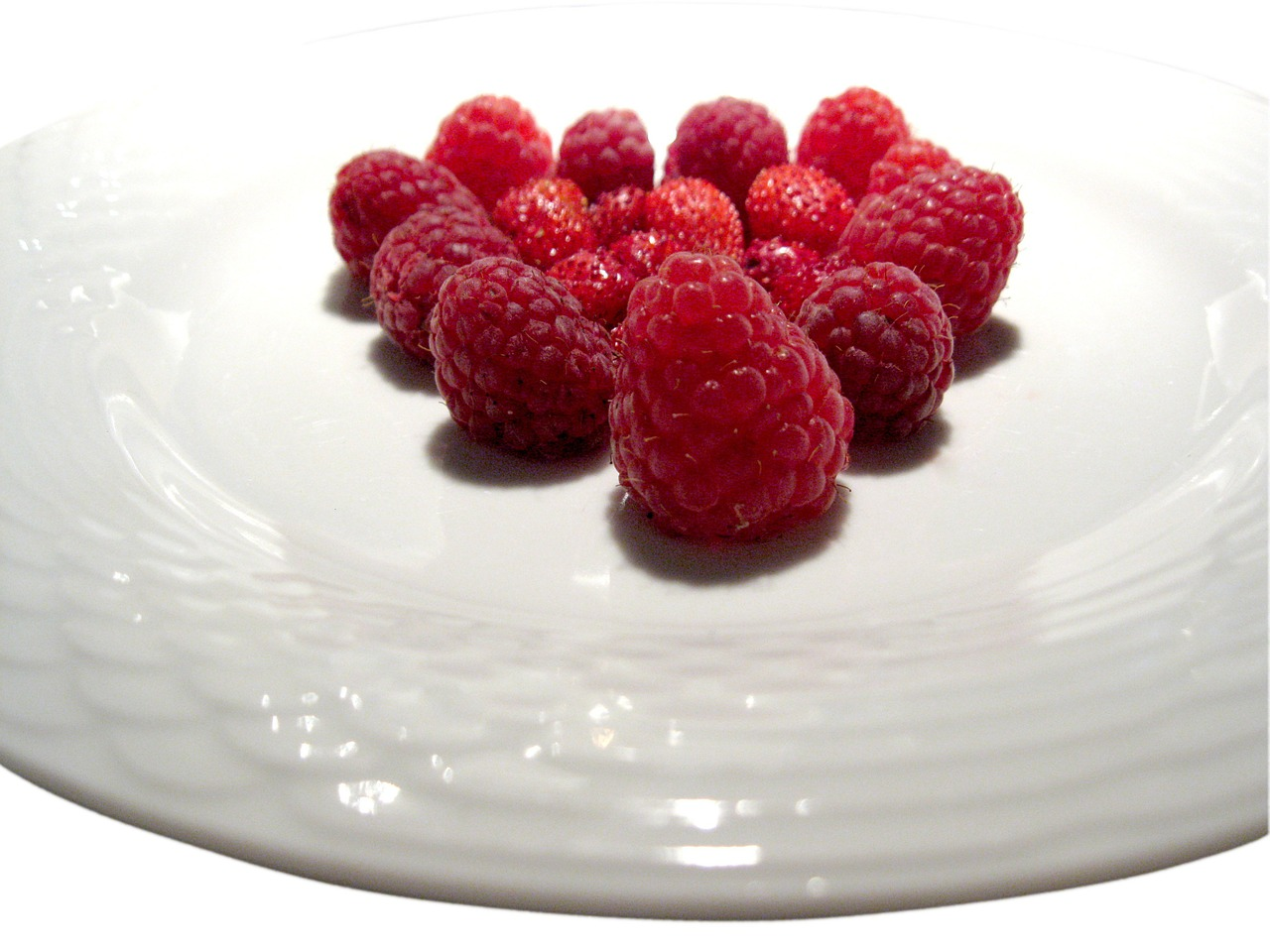 raspberries berries sweet free photo