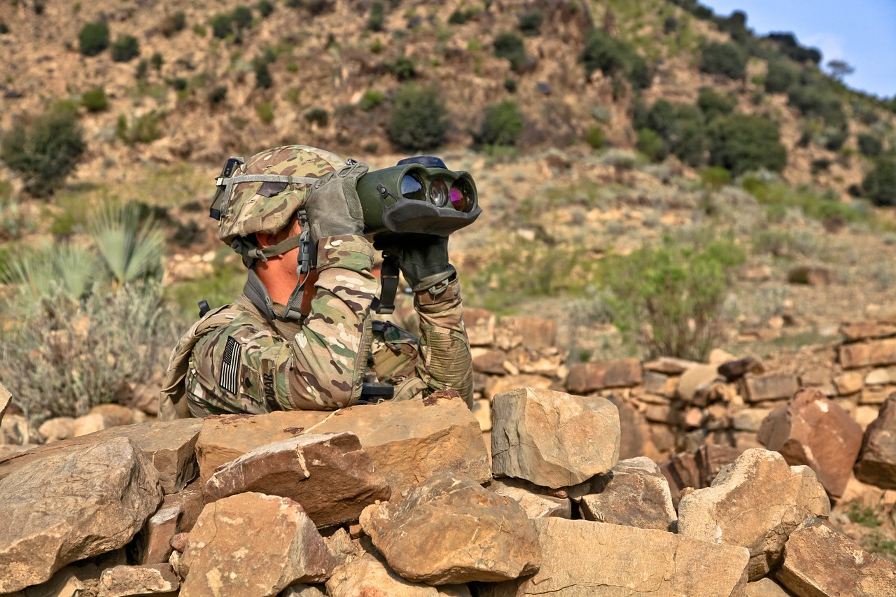 reconnoiter,scout,explore,spotting,spyglass,spy glass,field glasses,lookout,watch out,binoculars,us army,afghanistan,front,strategy,planning,soldier,army,war,defense,military,warrior,usa,operations command,free pictures, free photos, free images, royalty free, free illustrations, public domain