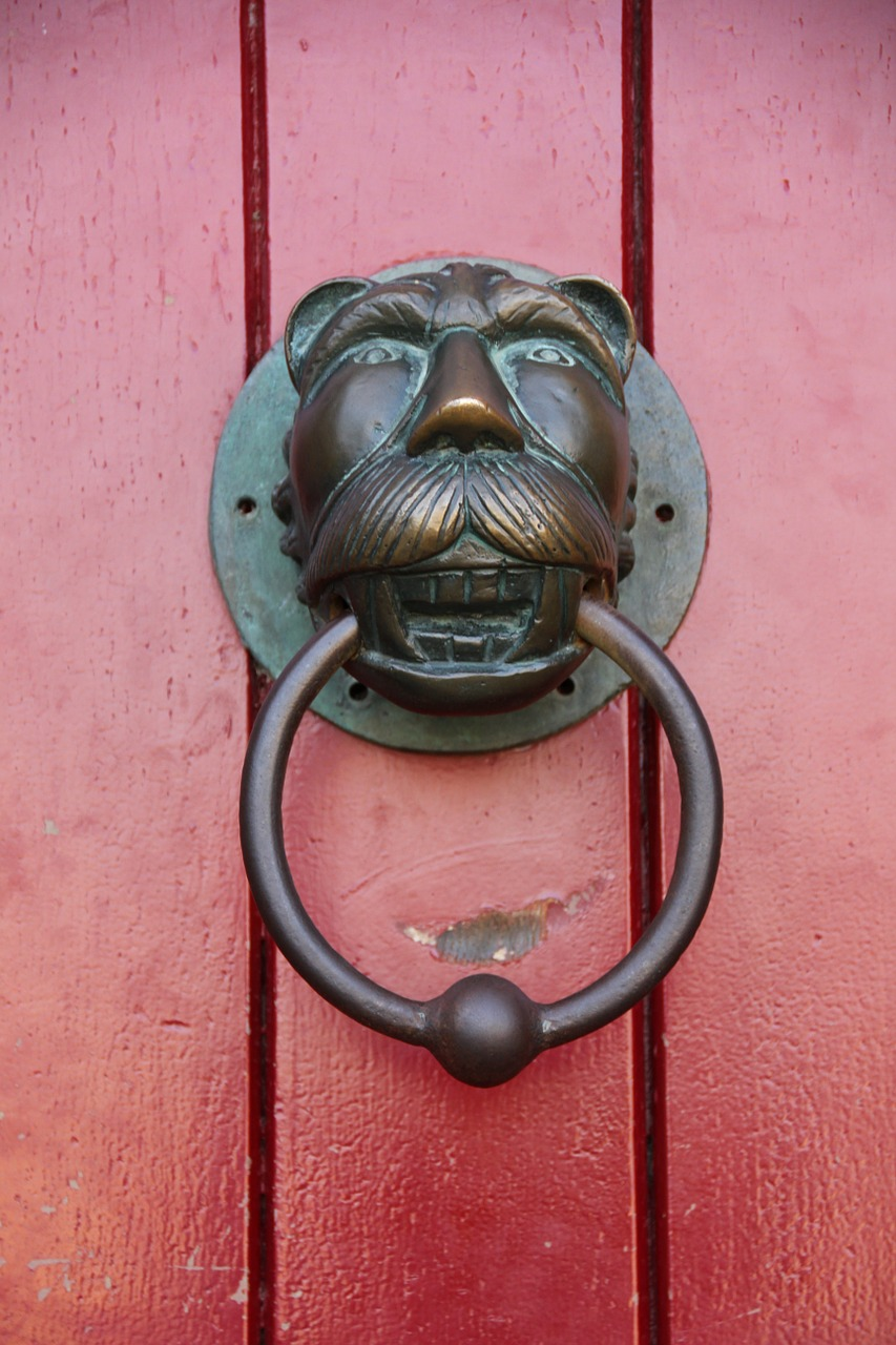 red door doorknocker free photo