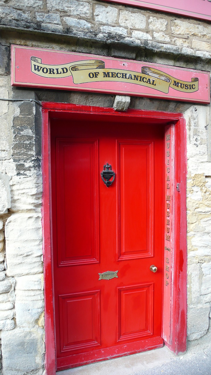 red door england cotswold free photo