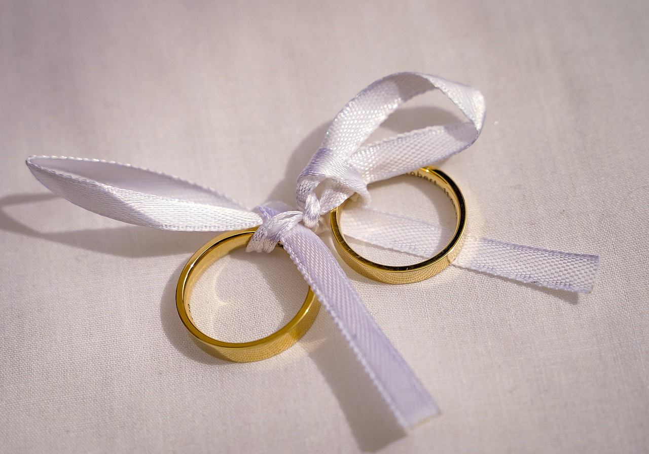 rings  wedding rings  golden rings free photo