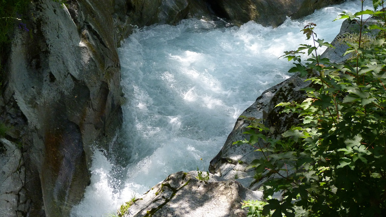 river,water courses,nature,hautes alpes,ouilles them of the devil,free pictures, free photos, free images, royalty free, free illustrations, public domain