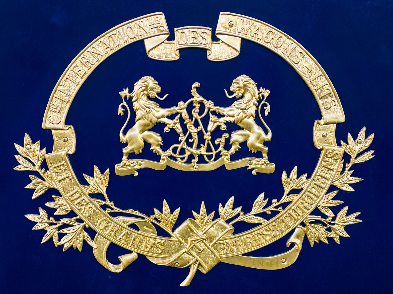 royal coat of arms valuable free photo