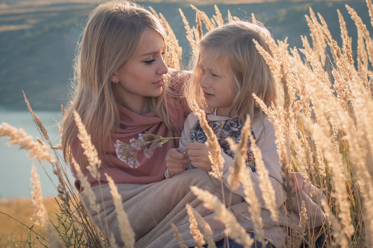 russian,family,mom and daughter,baby,girl,mother,nature,spikes,lake,mountains,flower,blonlinka,beauty,sun,sunset,plaid,care,free pictures, free photos, free images, royalty free, free illustrations, public domain