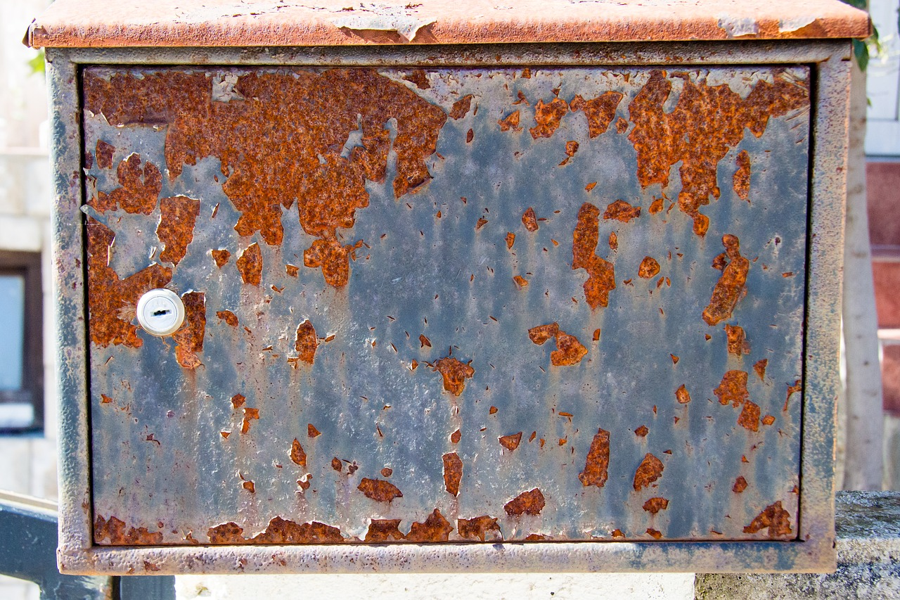 rusty,rusty background,rust,old,dirty,iron,metal,background,key,closeup,closed,protection,security,gate,doors,the abandoned,iron box,mailbox,free pictures, free photos, free images, royalty free, free illustrations