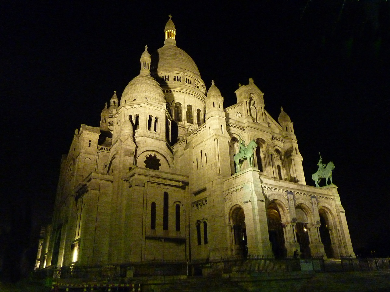 sacre coeur church montmartre free photo