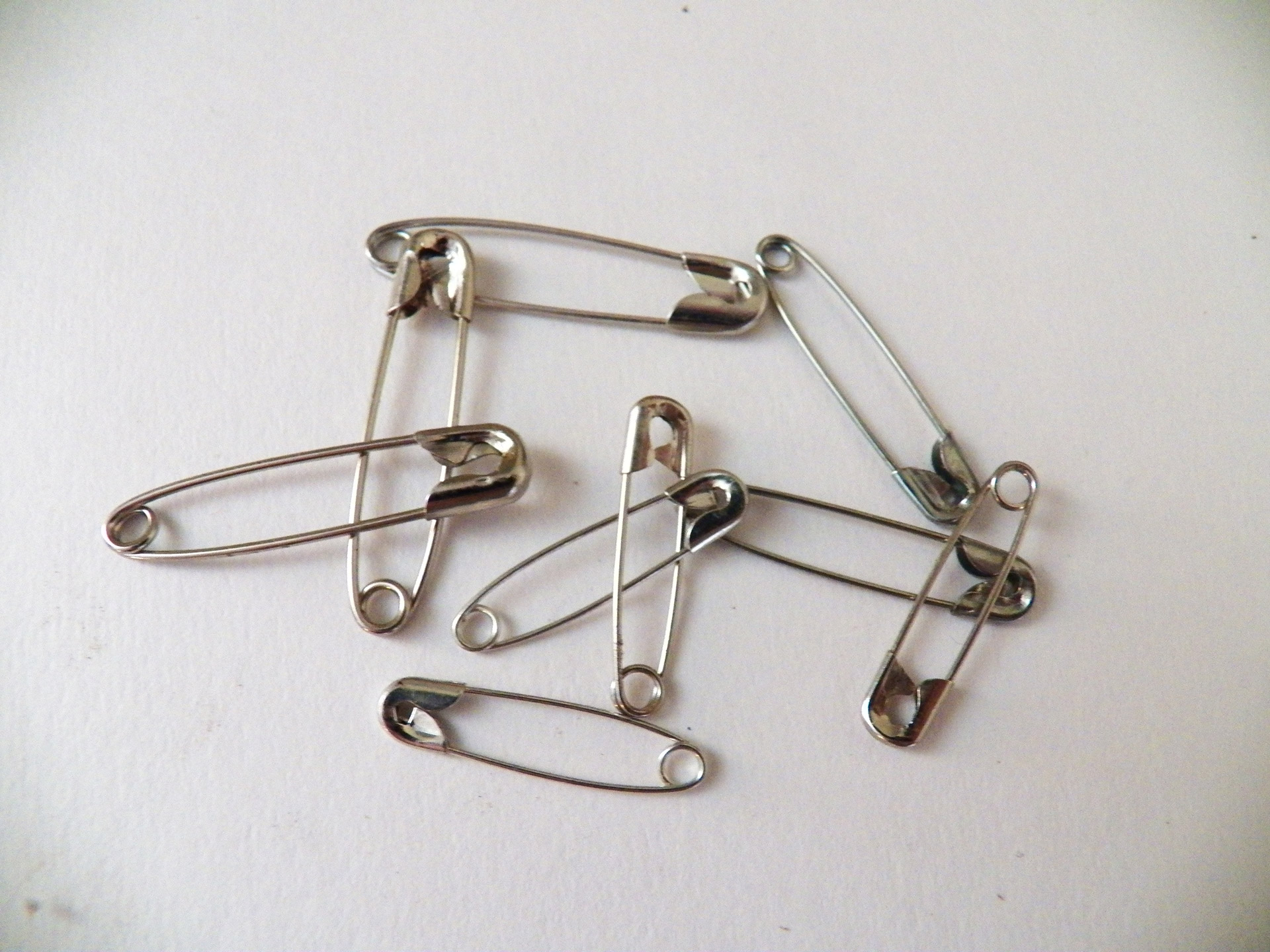 Download free photo of Safety pin,safety pins,pins,office supplies ...