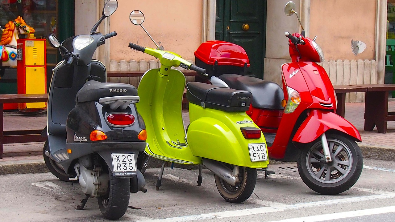 scooter,motor-bike,vespa,bike,motorbike,vehicle,transport,transportation,drive,italy,free pictures, free photos, free images, royalty free, free illustrations, public domain