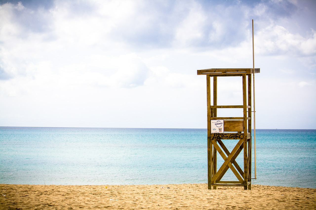 sea,beach,ocean,lifeguard on duty,tower,recovery tower,quiet,still,coast,sky,water,mediterranean,sand,free pictures, free photos, free images, royalty free, free illustrations, public domain