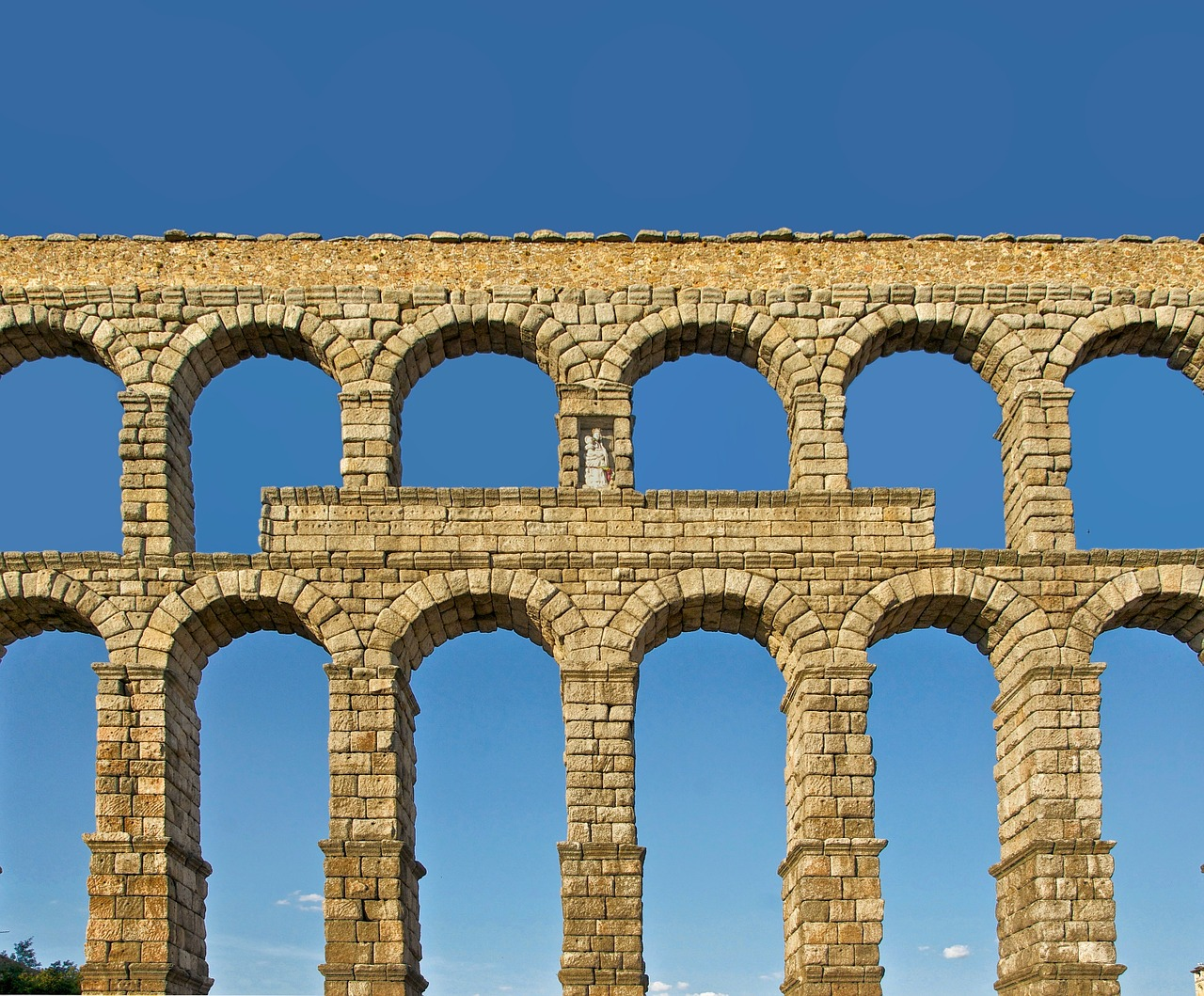 segovia spain roman aqueduct free photo