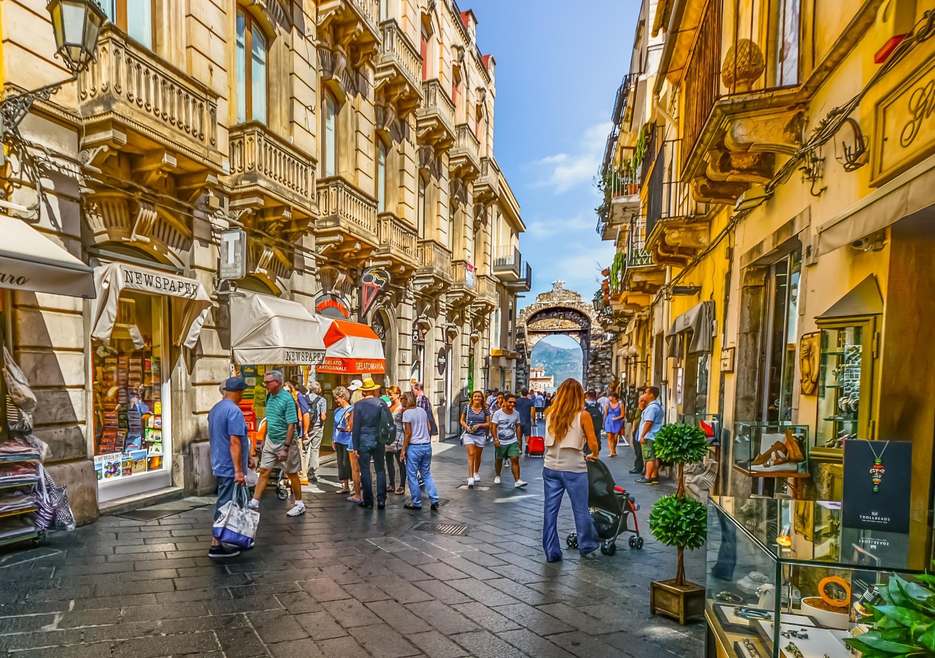 shopping in taormina sicily