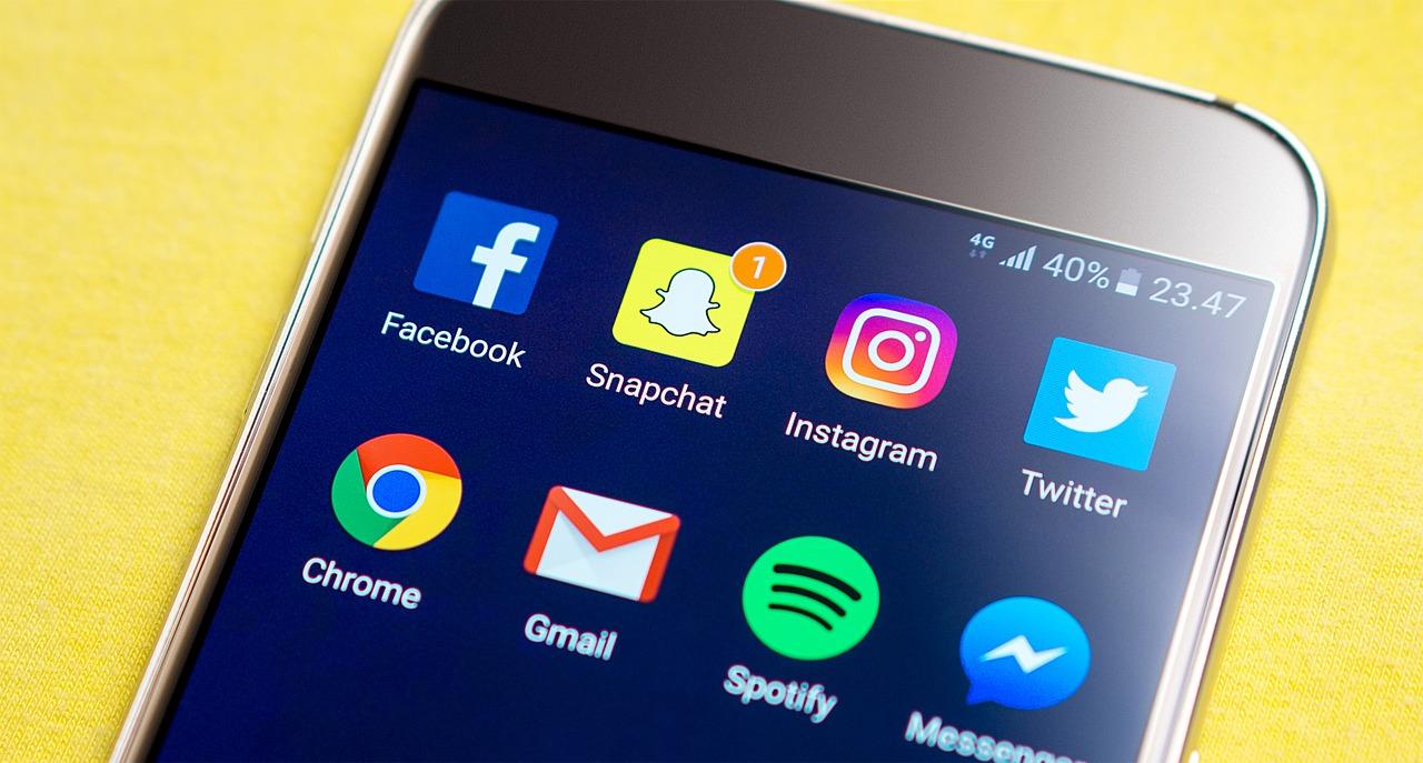 Smartphone,screen,social media,snapchat,facebook - free image from  needpix.com