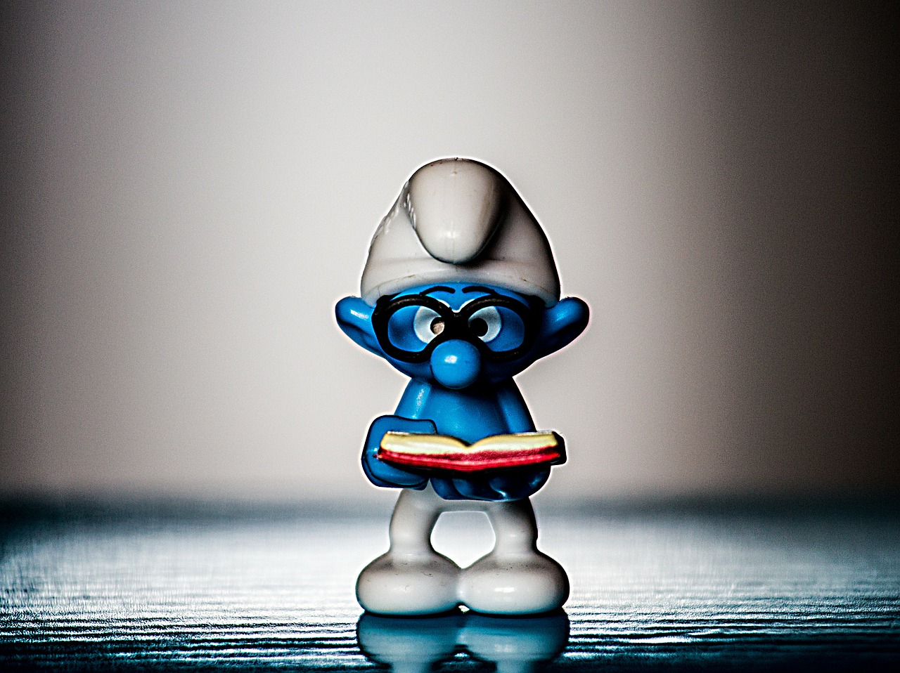 smurf read collect free photo