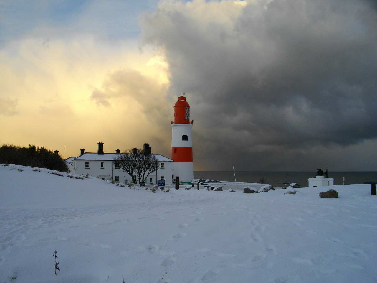 souter lighthouse snow free photo