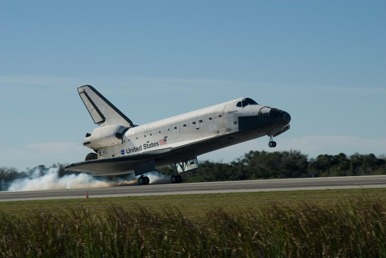 space shuttle,landing,astronautics,nasa,cosmonautics,space flight,space travel,aerospace,free pictures, free photos, free images, royalty free, free illustrations, public domain