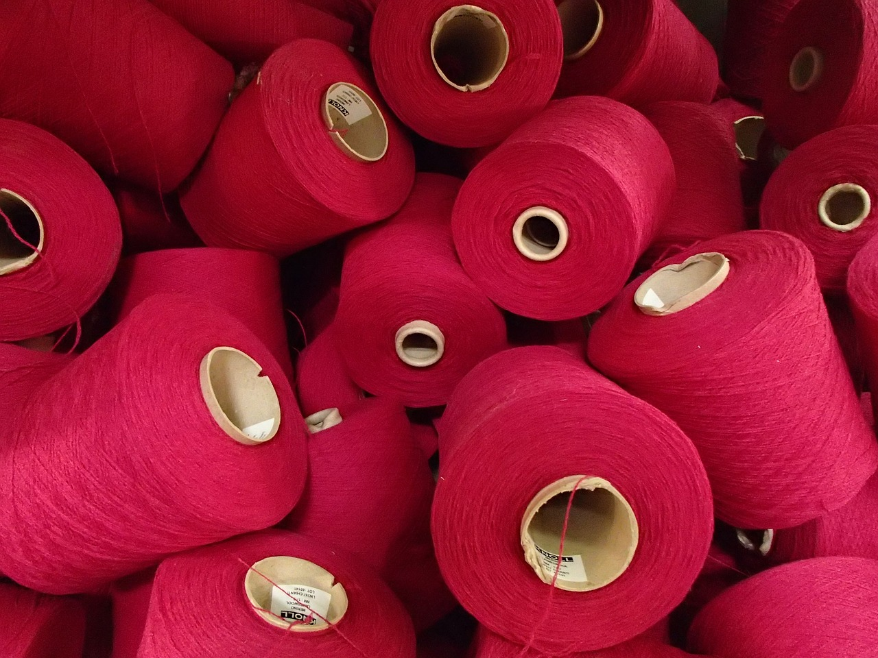 spools pink round yarn free photo