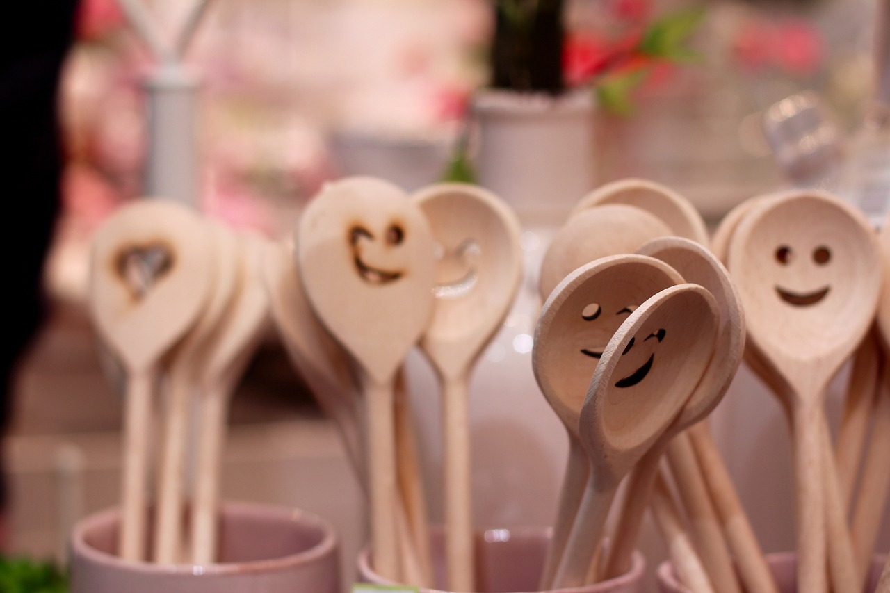 spoon,laugh,face,wooden spoon,cheerful,hearty laugh,close,free pictures, free photos, free images, royalty free, free illustrations, public domain