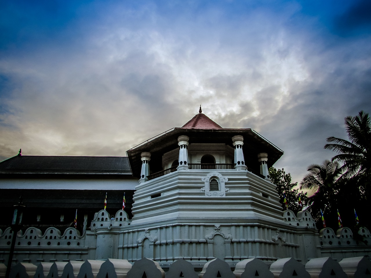 sri lanka kandy temple of tooth relic free photo