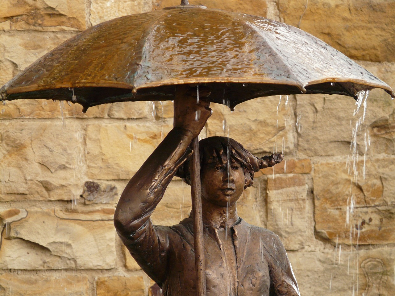 statue bronze umbrella free photo