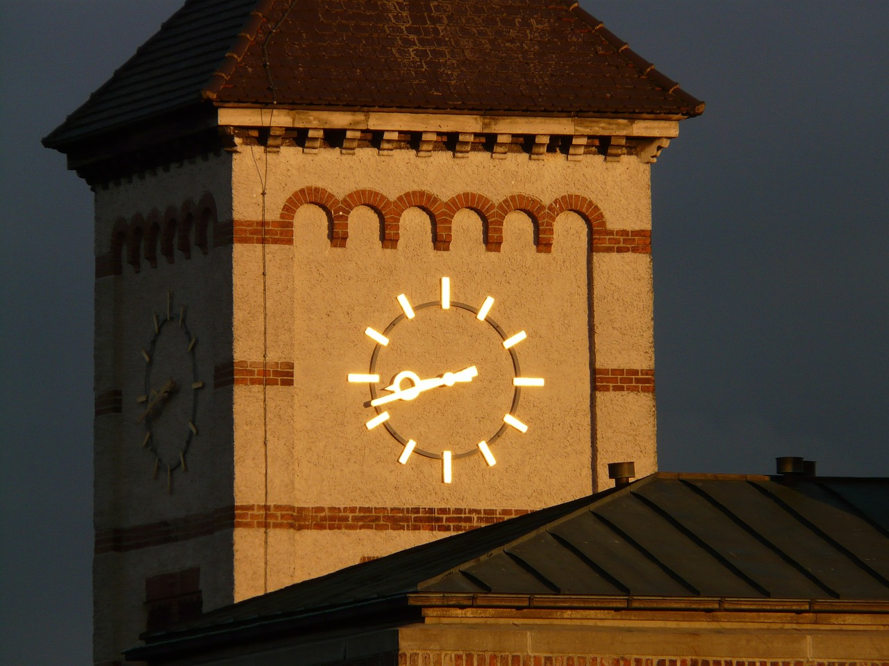 steeple clock time of free photo