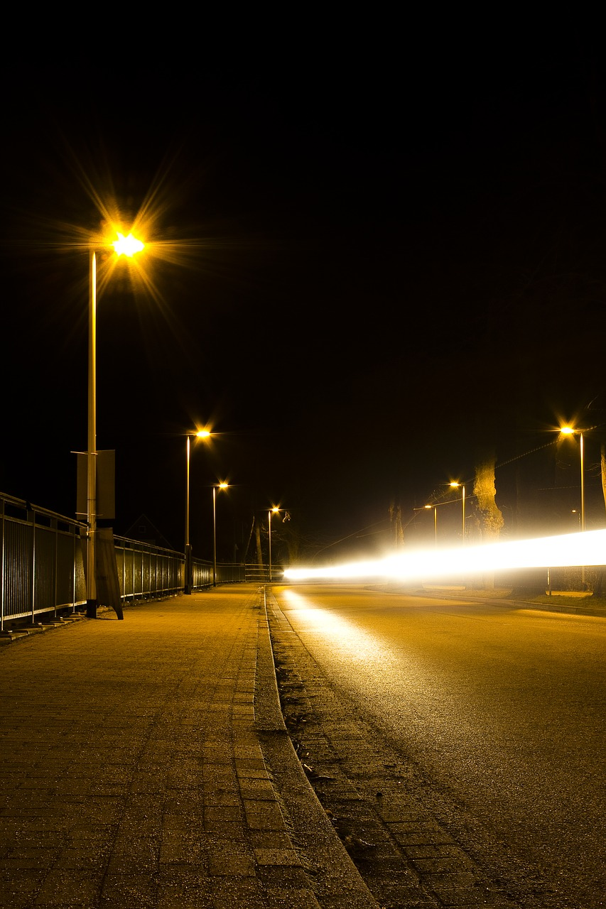 street at night road light in the night free photo