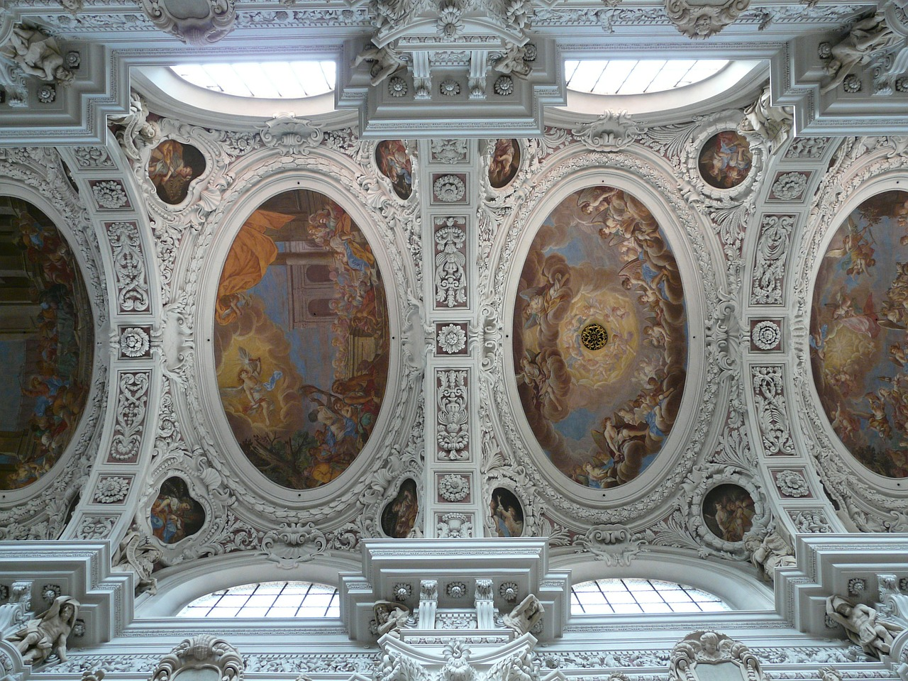 stucco ceiling,blanket,frescoes,ceiling paintings,ceiling frescoes,dom,st stephan,passau,baroque,bishop church,church,episcopal see,passauer stephansdom,st stephan's cathedral,dome painting,free pictures, free photos, free images, royalty free, free illustrations, public domain