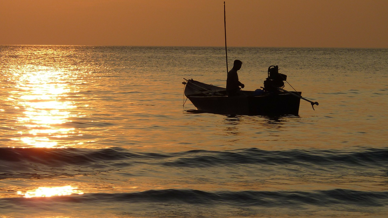 sunset fischer fishing at sunset free photo
