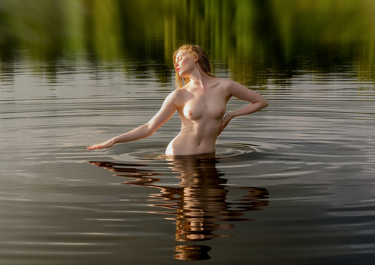 nude-on-the-water