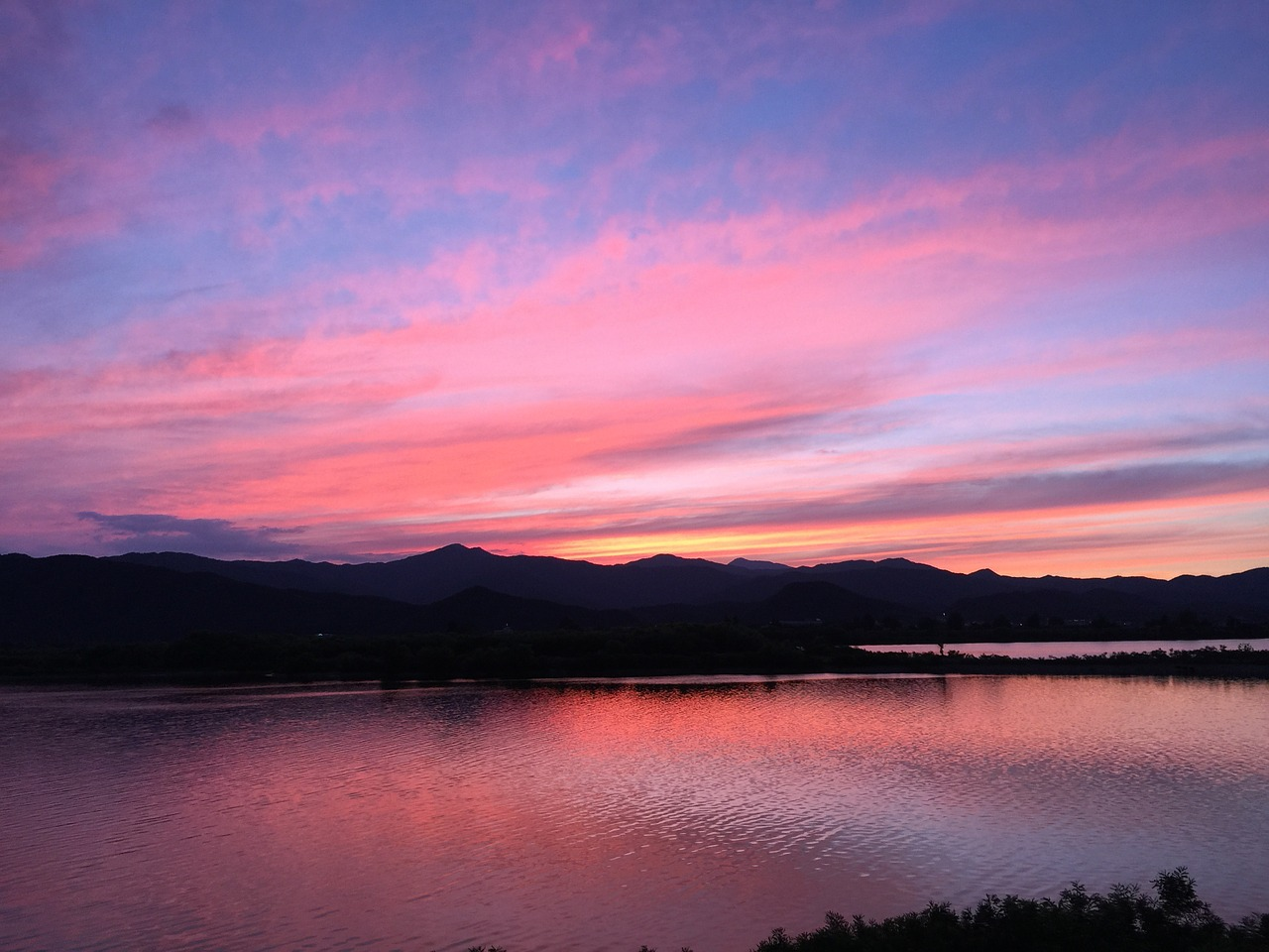 Download free photo of Glow,sunset,view,pink sunset,lake - from needpix.com