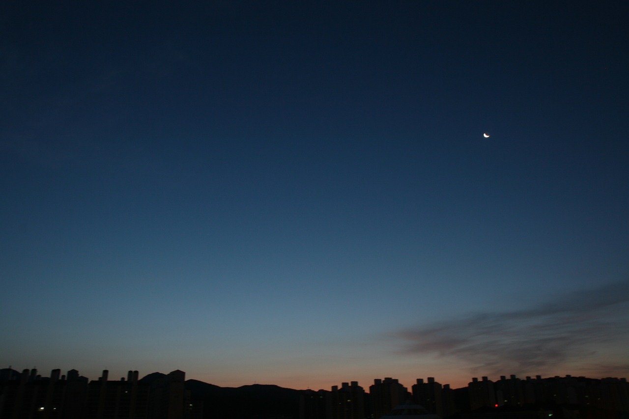 suwon dawn moon free photo