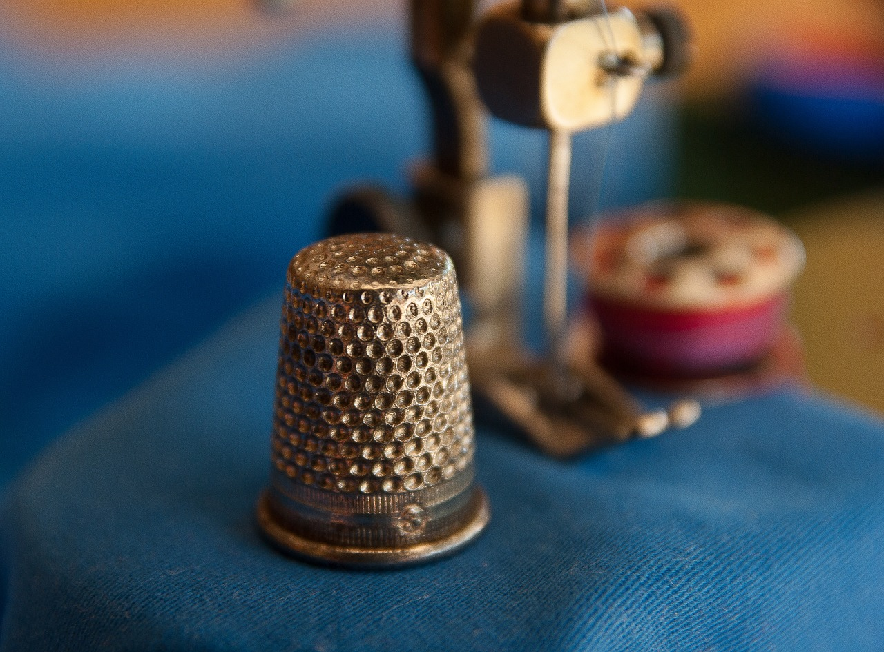 thimble couture sewing machine free photo