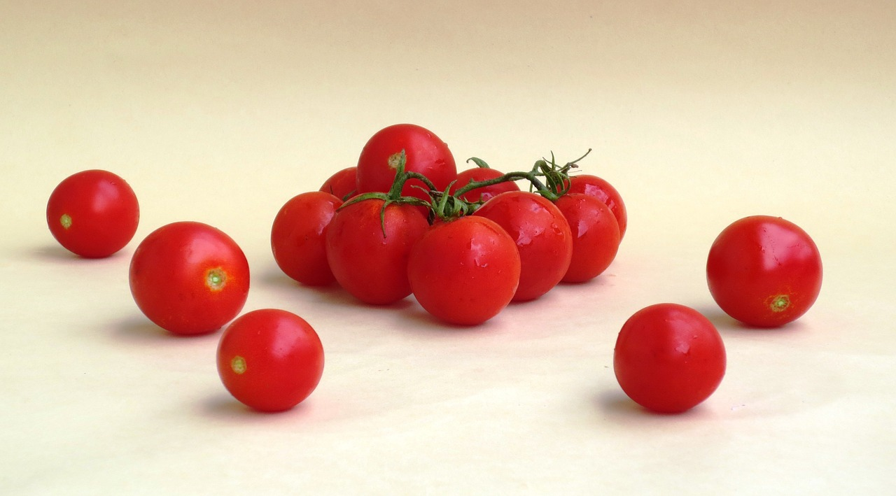 tomato fruit vegetable tomatoes cirio free photo