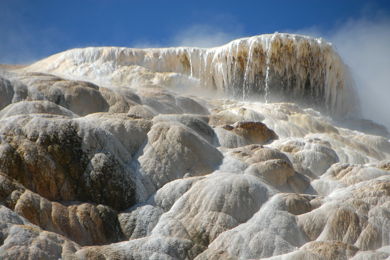 travertine mammoth hot springs yellowstone free photo