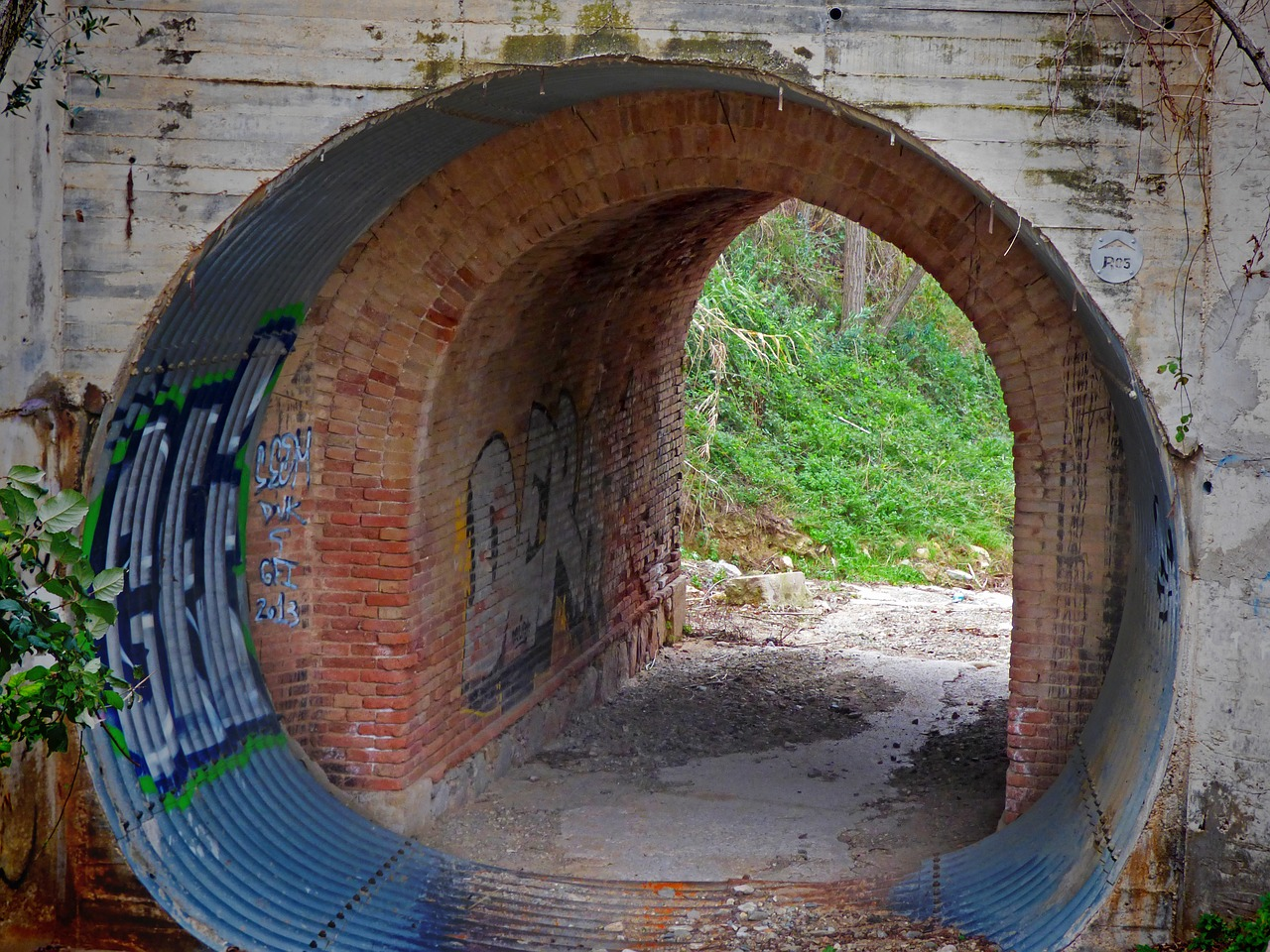 tunnel drain arc free photo